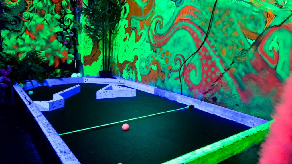 Hoxton plonk crazy golf course