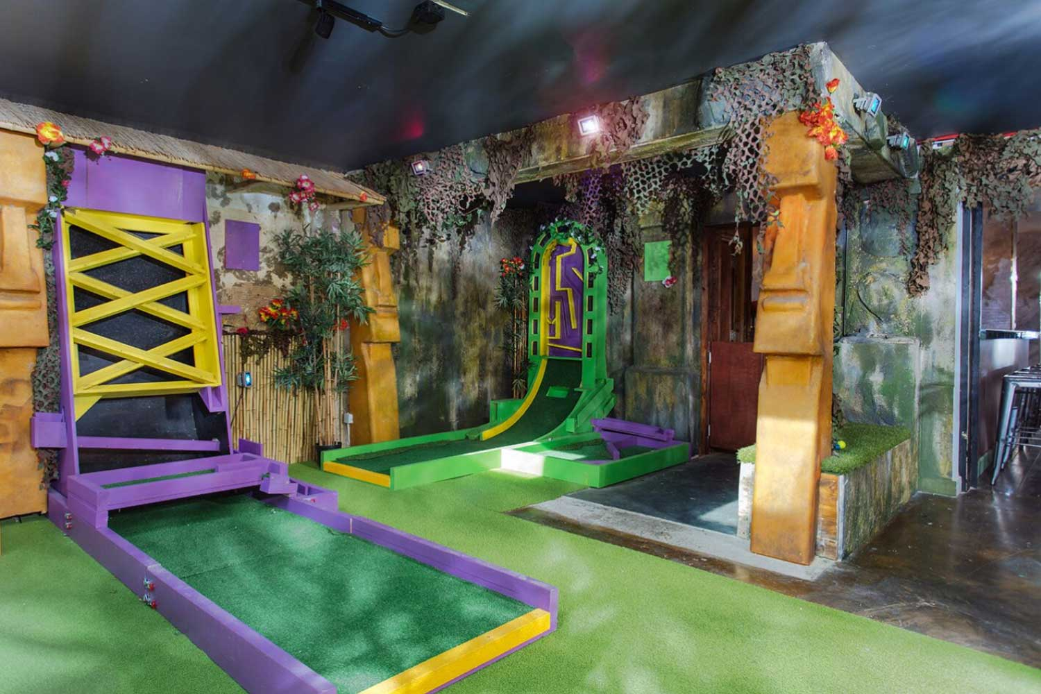 hoxton crazy golf course